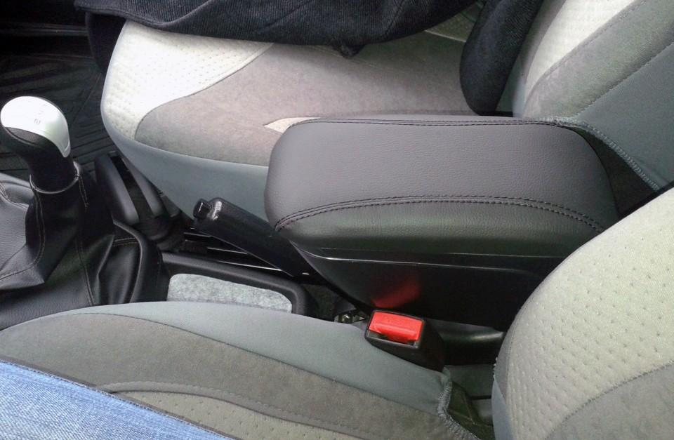 Чем удобен автомобильный подлокотник для водителя