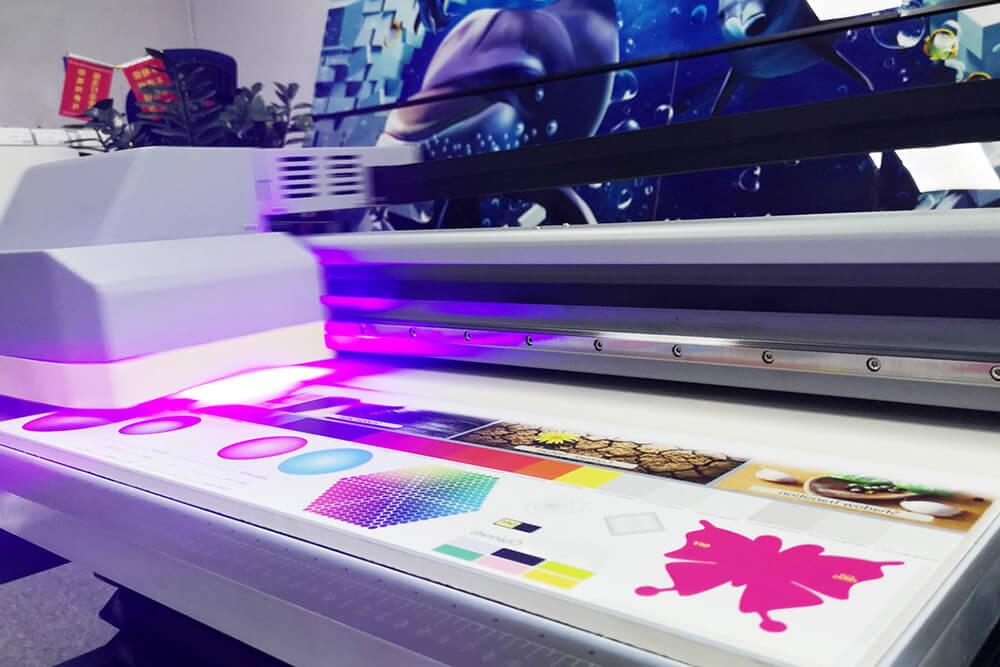 Ультрафиолетовая печать: где заказать, для чего используется и преимущества применения