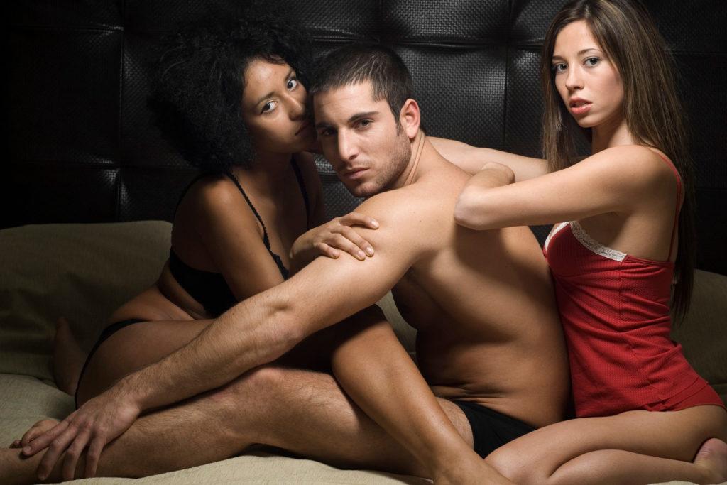 Обмен сексуальными партнерами – специалист рассказал, как правильно организовать встречу